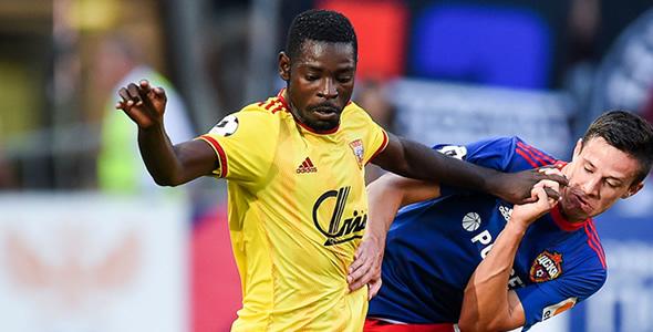 圖拉兵工廠攻擊手伊雲斯庚華(黃杉)上赛季全部进球都是在主场攻入的。